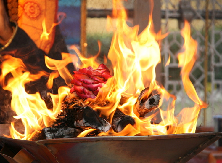 How To Do Havan At Home Without Pandit & The Havan Mantras